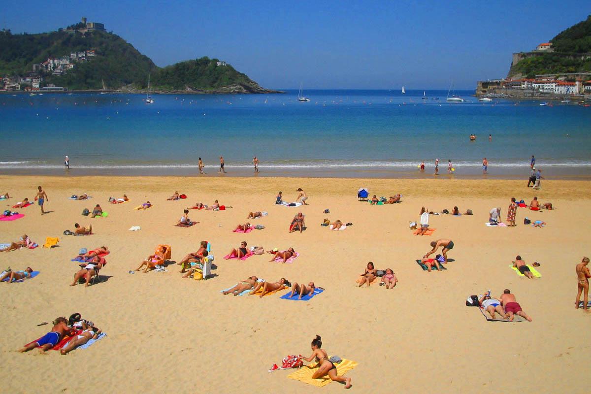 Фото на пляже в испании, На испанском пляже это делать можно (фото) 6 фотография